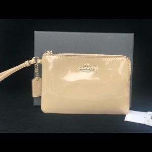NWT COACH PATENT LEATHER WRISTLET IN BOX